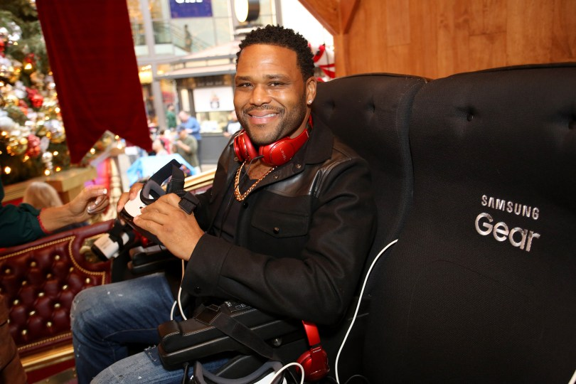 Comedian Anthony Anderson attends The Night Before, A Samsung VR Experience at The Grove on December 10, 2016 in Los Angeles, California.