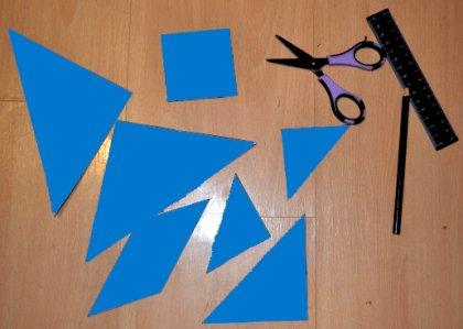Igra za djecu tangram može biti u nekoliko razina težine. Bolje je započeti s najjednostavnijom stvari - rasporediti lik prema modelu.