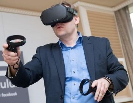 Oculus-Quest-visori-vr-per-il-Business-e-per-i-tuoi-eventi-aziendali-noleggiovr.it-Visualpro360 (1)