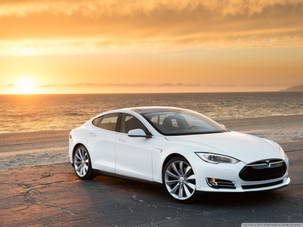 tesla_model_s_in_white_at_the_beach-wallpaper-1600x1200