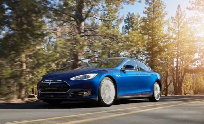 Tesla Motors Releases The All-Wheel Drive Model S 70D - VR World