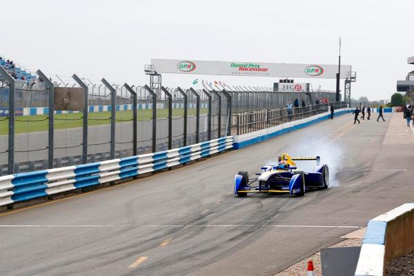 Sebastian Buemi, Renault e.dams - burning some rubber at the beginning of his test (read: start practice gone wrong).