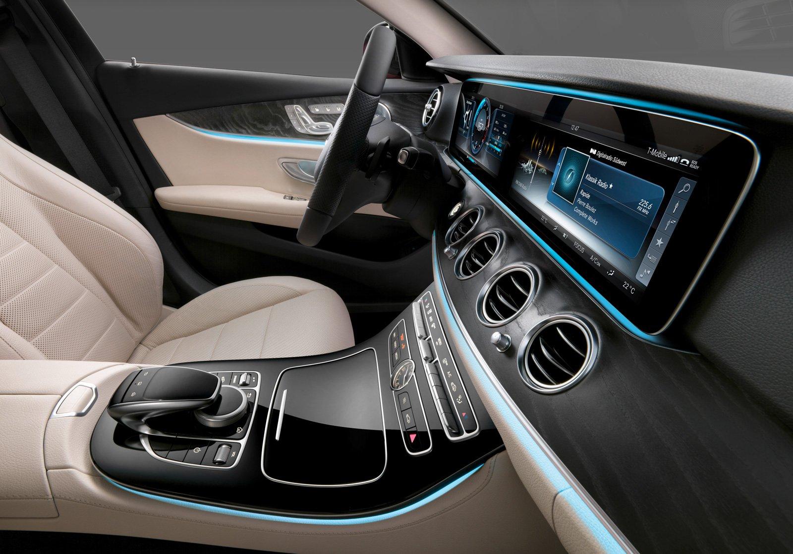 2017 Mercedes E-Class Cockpit Looks Like a Video Game - VR World | {Auto cockpit mercedes 7}