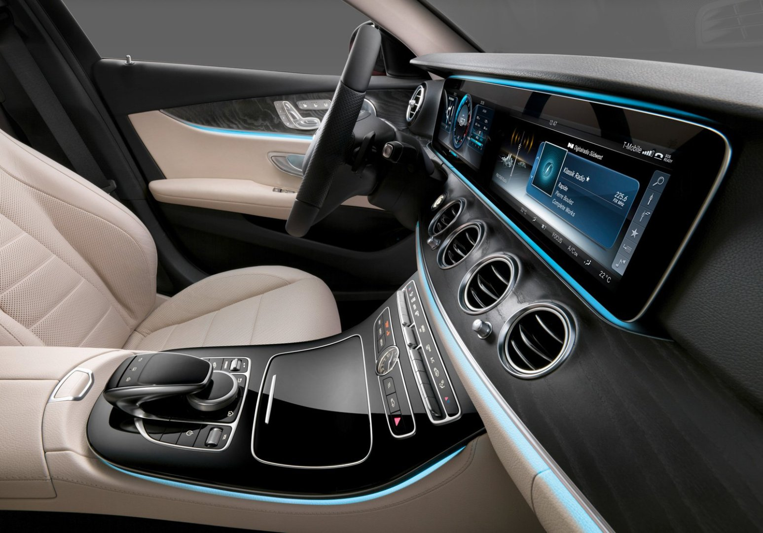 The 2017 E-Class interior looks amazing - finish quality should be as equal as the one in S-Class, which is a welcoming improvement over the past couple of generations.