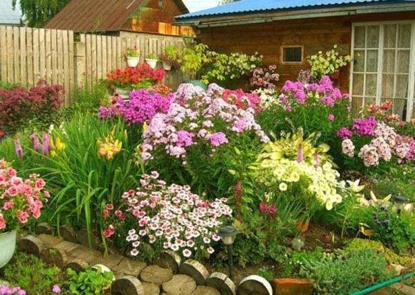 Ландшафтный дизайн газонов и клумб на даче с фото