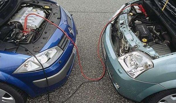 Как правильно прикурить аккумулятор от другой машины?