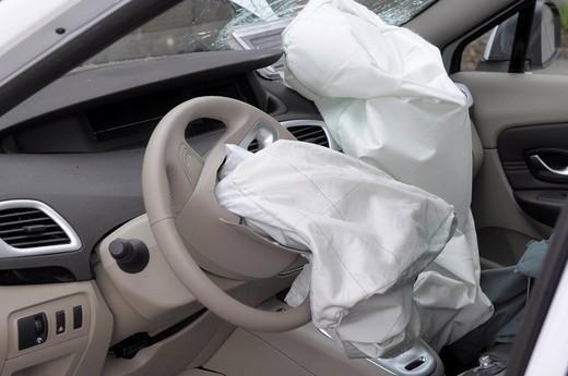 Что делать с подушками безопасности после их срабатывания. Ремонт своими руками