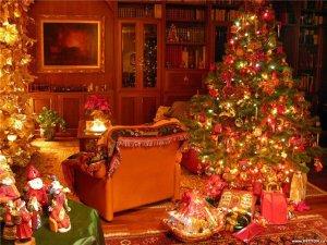 комната с новогодней елкой