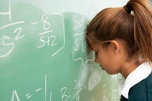 девочка у доски в школе