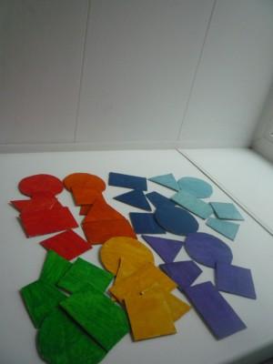 раскрашиваем геометрические фигуры в цвета радуги
