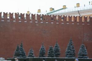 краснокирпичная стена московского кремля