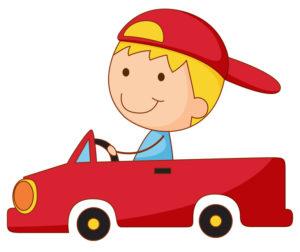 малыш едет на машине