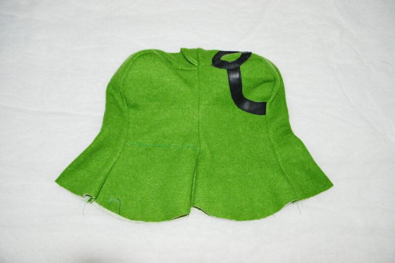 сшиваем основную и подкладочную детали шапки