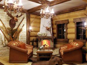 Охотничий стиль в интерьере гостиной-3