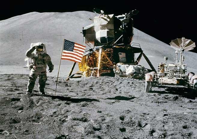 Замбиец в битка с СССР и САЩ за Луната