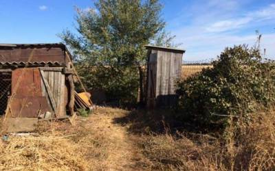 Селска тоалетна на двора на къщата