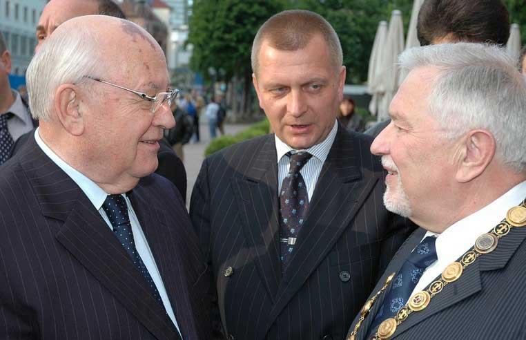 Горбачов взима важни решения