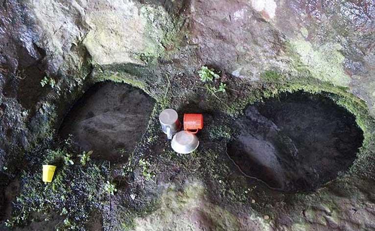 Капещият и дупчевият камък