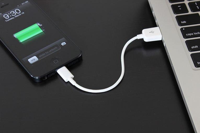 Comment connecter Internet via un téléphone à l'ordinateur portable via un câble USB