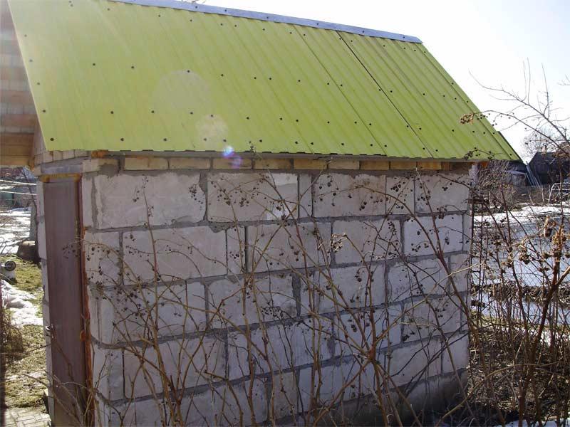 Как построить туалет на даче из кирпича или бетонных блоков