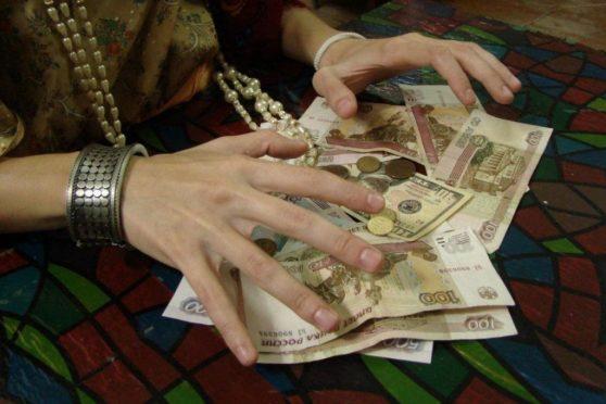 Старушка отдала цыганке за снятие «порчи» 54 тыс. рублей