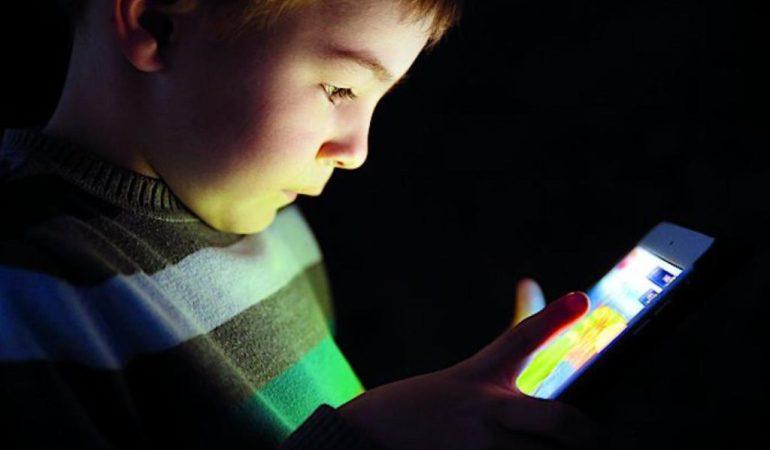 Дети со смартфонами чаще становятся агрессорами и жертвами