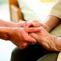 Родственникам планируют оплачивать уход за инвалидами и престарелыми