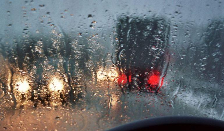 Правила безопасной езды по мокрой дороге осенью