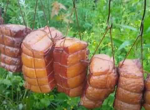 Процесс приготовления копчёного сала по-деревенски