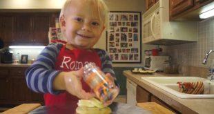 Úžasné VIDEÁ: 2-ročný šéfkuchár v akcii
