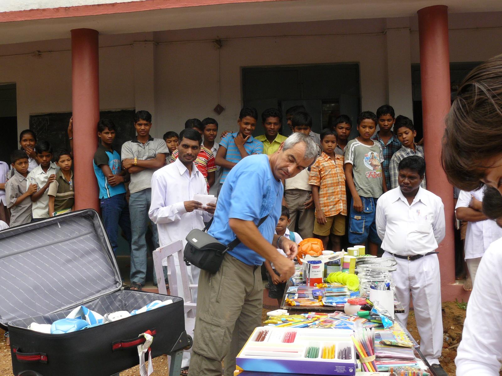 distribution matériel scolaire