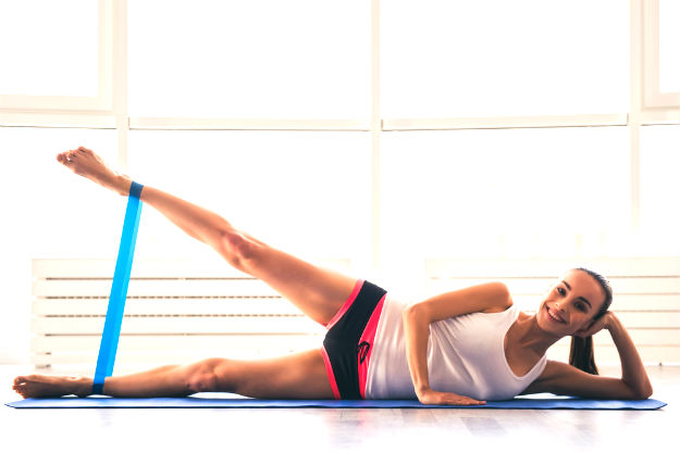 Clamshell Hip Stretch | IT Band Stretches For Tight Hips | it band hip pain stretches