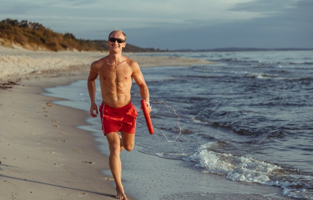 Lifeguard from Baywatch | Easy DIY Halloween Costumes That Show Off Your Body