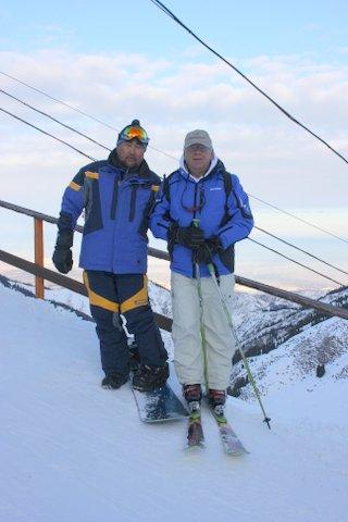 sa Hassanom na vrhu skijalista Chimbulak, u pozadini Almaty (1, 5 milion stanovnika)