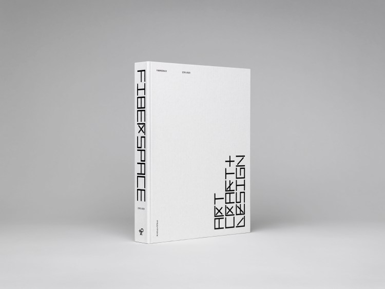 Book celebrating 5 years of Fiberspace Gallery. Marcia Harvey Isaksson. V Söderqvist Art & Design Talks. Photo: Patrik Lindell.