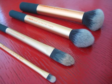 Real Techniques Core Collection Brushes V's on Fleek Panama