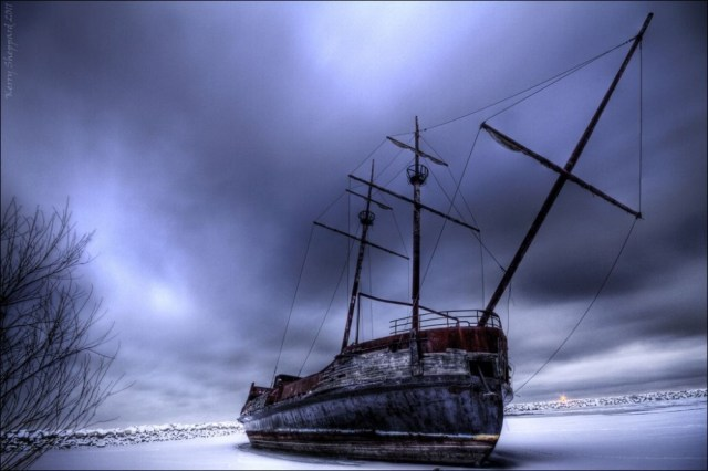 20-ships-which-were-forgotten-by-humans-artnaz-com-14