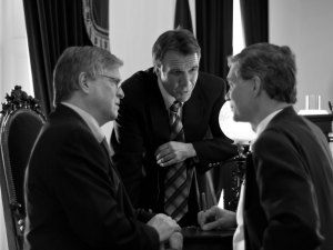 Sen President John Campbell, Lt. Gov. Phil Scott and Secretary of the Senate John Bloomer in discussion. VTD/Josh Larkin