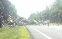 Rock slide blocks highway lanes on I-89, exit 6 to Barre
