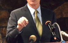 Shumlin takes on health care, energy critics