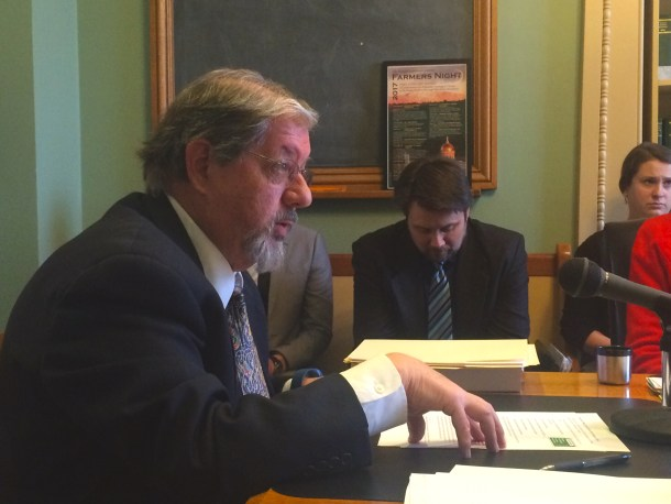 Ethics expert Michael Palmer testifies before Senate Government Operations Committee. VTDigger Photo by Mark Johnson.