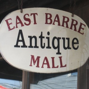 "A sign shows the way to the way to the ""East Barre Antique Mall."" Photo by Nancy Price Graff"