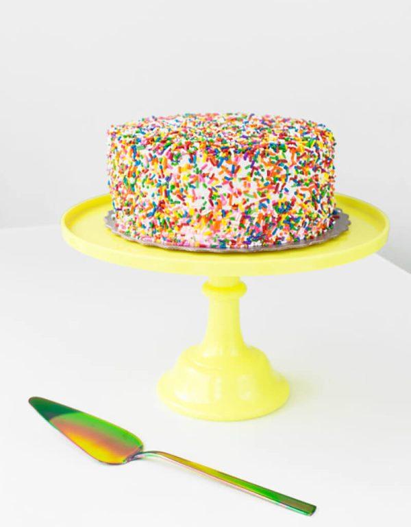 Как украсить покупной торт своими руками?