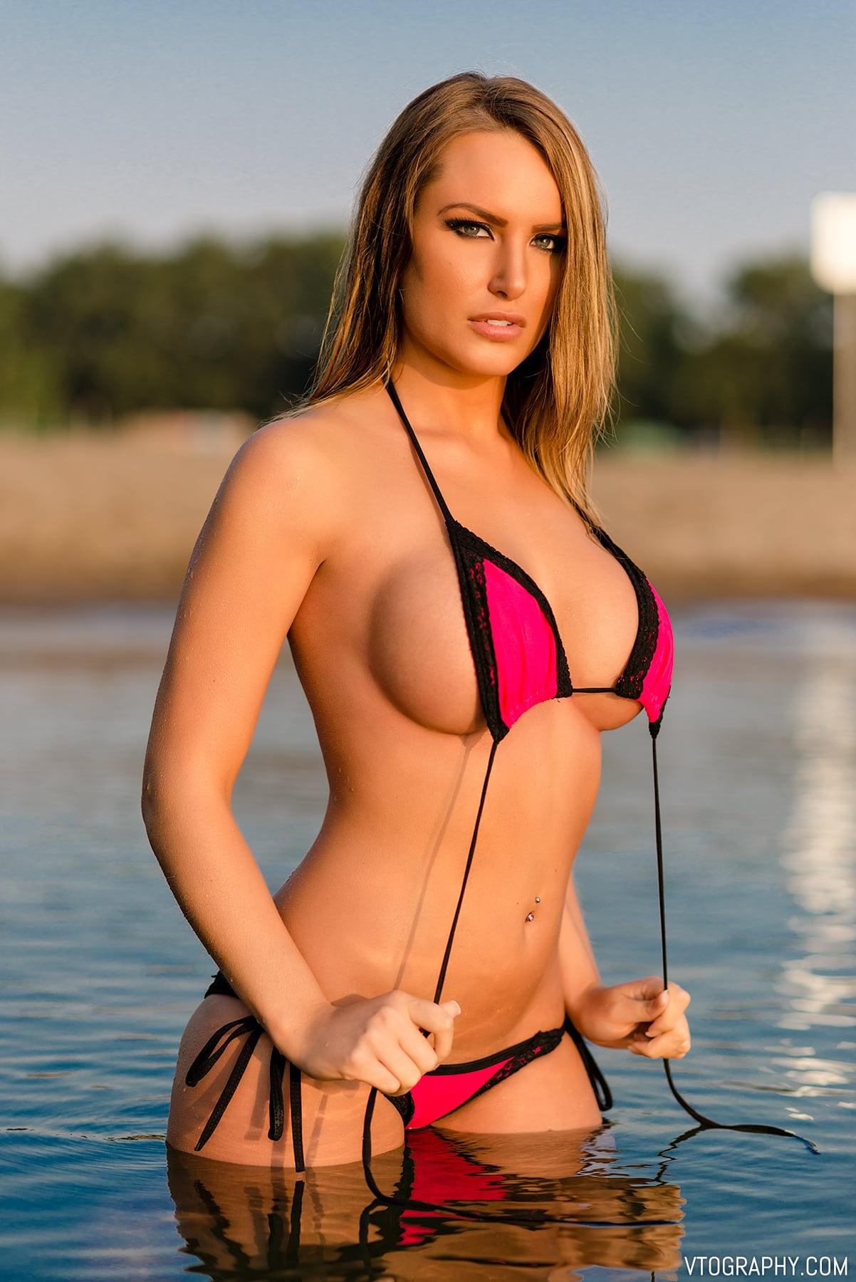 Bikini beach photo shoot with Samantha
