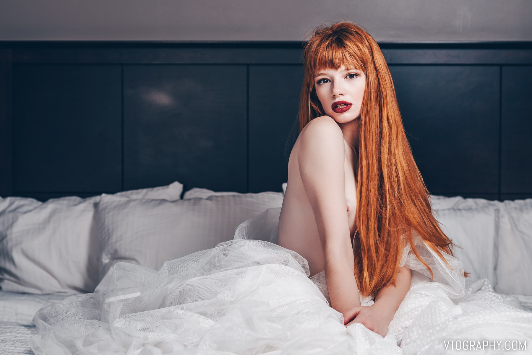 Boudoir photo shoot with redhead model Jamie aka @jamtothejars