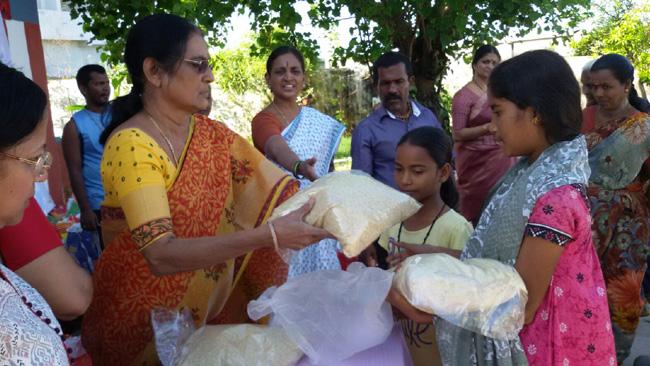 JET Vikasa Tarangini Chennai Distributed Free Rice Clothes Mats Flood Relief Kits