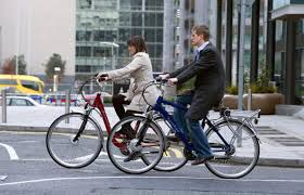 La vitesse moyenne d'un vélo à assistance électrique