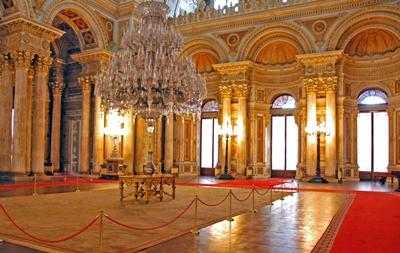 đèn chùm lớn nhất cung điện dolmabahce