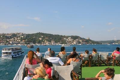 tour du thuyền trên eo biển bosphorus
