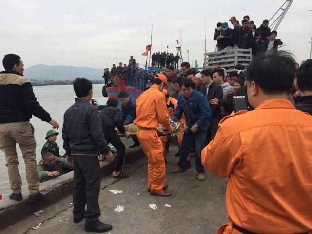 Tìm thấy 1 trong 8 ngư dân mất tích trong vụ chìm thuyền ở Thanh Hóa - Ảnh 3.